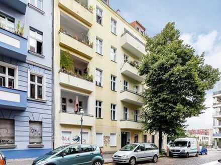 Bezugsfreie und sanierte Altbauwohnung mit Balkon in Bestlage von Neukölln