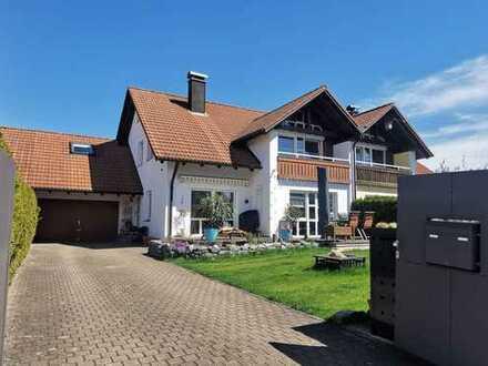 *Wunderschönes Familien-Haus mit großem sonnigen Garten*