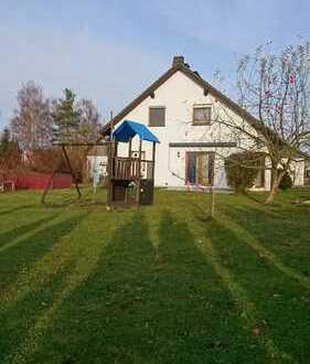 Thiersheim: Einfamilienhaus mit Garten und Doppelgarage zur Miete