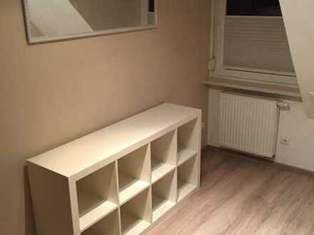Sanierte 2,5-Raum-DG-Wohnung mit Balkon und Einbauküche in Esens
