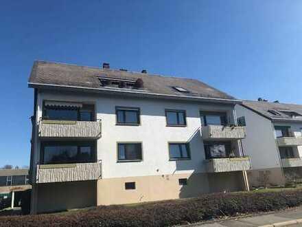 Voll möblierte, schöne 2-Zimmer-Dachgeschosswohnung mit Balkon und Einbauküche in Münchberg