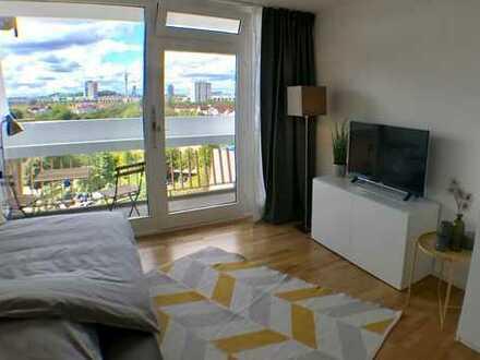 Schwabing - schickes Apartment im 10. Stock mit Alpenblick (möbliert)