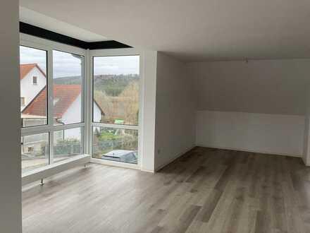 Vollständig renovierte, großzügige 3-Zi-DG-Wohnung mit Balkon u. Wintergarten