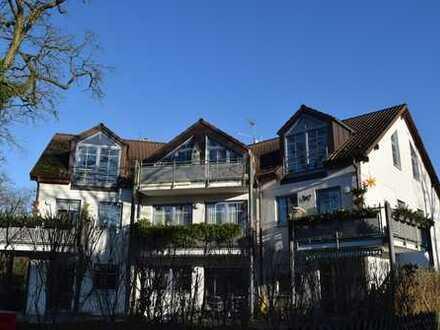 Wunderschöne 3 Zimmer DG Wohnung in Eichwalde, Bezugsfrei!