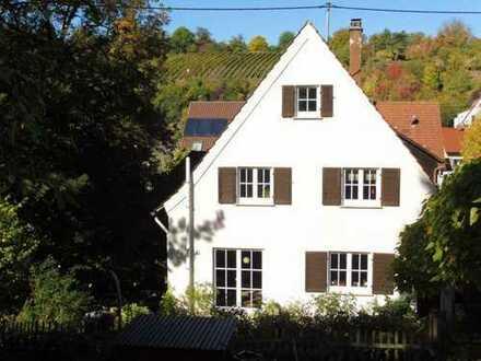 Mehrfamilienhaus mit großem Garten in Stuttgart - Uhlbach !