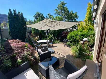 WG Zimmer im freistehenden BUNGALOW, 160qm, idyllischer Garten, Whirlpool, super Parkmöglichkeit