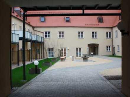 Vollständig renovierte 2-Zimmer-Erdgeschosswohnung mit Einbauküche in Mering