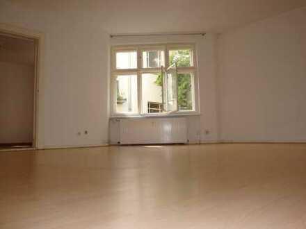 Hermannplatz ! Sanierte 2 Zimmerwohnung - Laminat - modernes Duschbad - 1.049 € warm