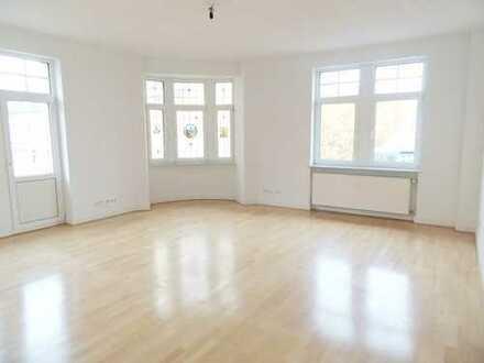 Großzügige, stilvolle 3-Zimmer Wohnung mit Parkett + EBK, 107 qm