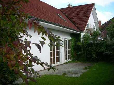 individuelle Doppelhaus-Hälfte (mit Küche)