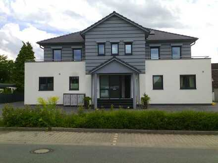 Neuwertige Luxus Penthouse-Wohnung mit drei Zimmern sowie Terasse und EBK in Langenfeld