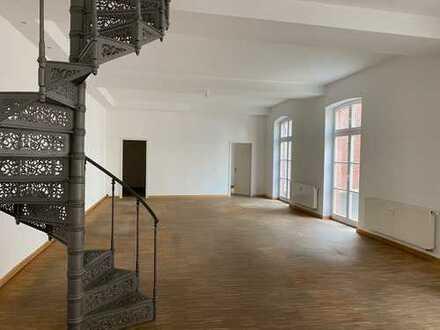 Einmalige, helle Bürofläche in Industriedenkmal in zentraler Lage (provisionsfrei)