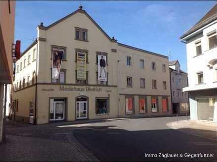 Ca. 88 m² Laden in einem Top Geschäftshaus in frequentierter Ausfallstr. - nur 30 m vom Osterhofener