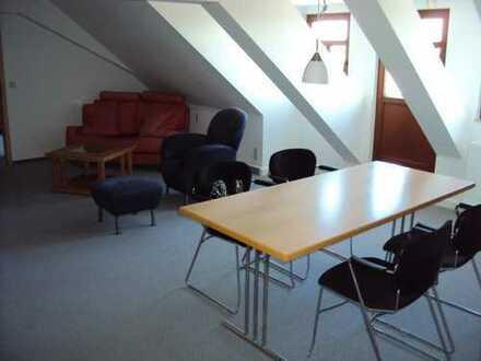 Günstige, gepflegte 2-Zimmer-DG-Wohnung mit Einbauküche in Erzgebirgskreis