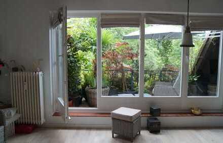 Exklusive, gepflegte 2-Zimmer-Dachgeschosswohnung mit Balkon und EBK in Uhlenhorst, Hamburg