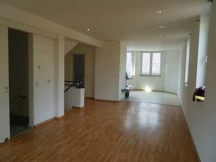 Umfassend modernisierte 3,5 Zi.-Maisonette Wohnung mit off. Kamin,EBK, Balkon