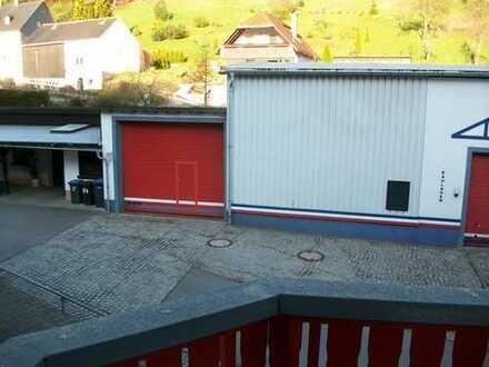 Bauhalle mit großer Freifläche