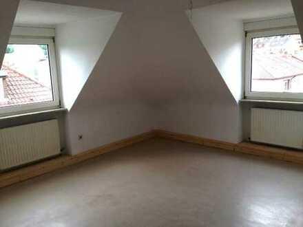 einfache 2-Zi-DG-Wohnung, Pfhm.-Schelmenturmstr.9