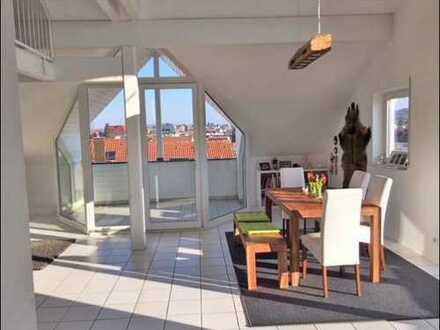**GROSSZÜGIG WOHNEN IN KLINIKUMSNÄHE** DG Wohnung Galerie, Balkon & Loggia mit Ausblick in Haibach