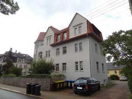 Schöner Grundriss - Fünfraumwohnung mit Balkon und Stellplatz