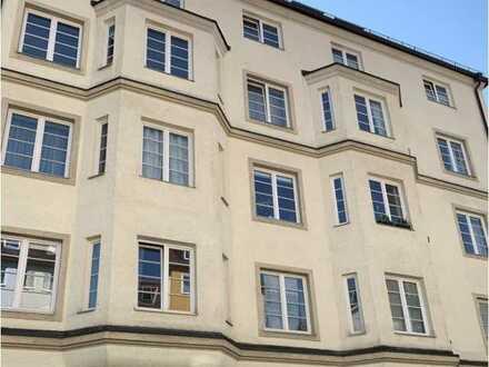 elvirA! Neuhausen - Großzügige 2-Zimmer Altbauwohnung in Bester Lage
