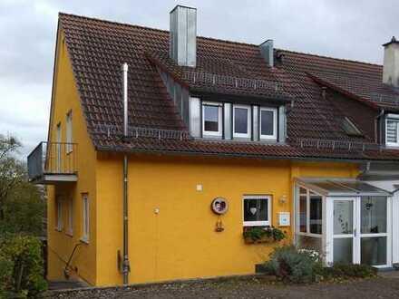 Sanierte Doppelhaushälfte Stadtrandlage Leonberg, fußläufig zum Bahnhof, Kindergarten, Krankenhaus