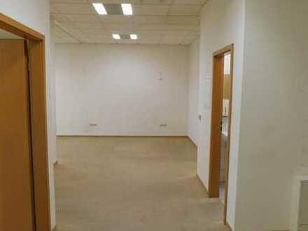 Vielseitig nutzbare und gut aufgeteilte Gewerbefläche, mit externem Besprechungs-/Veranstaltungsraum