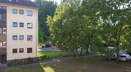 Top modernisierte 2-Zimmer-Wohnung mit Westbalkon, verkehrsgünstig und ruhig gelegen