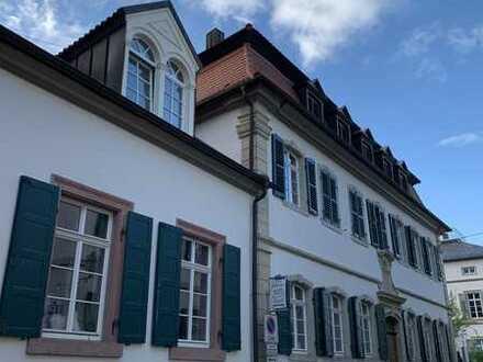 Modernisierte 5 Zimmer Altbauwohnung mit Balkon in Forst an der Weinstraße