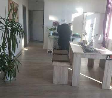 Schöne 2-Zimmer-DG-Wohnung mit Balkon und EBK in Oldenburger Innenstadt
