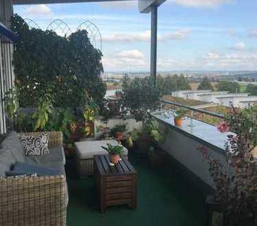 Sehr helle 4,5-Zimmer-Penthouse-Wohnung mit Balkon und Einbauküche in Remseck am Neckar