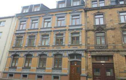 Plauen-Mitte, 2RW, 2. OG, Denkmalschutz, Balkon, Tageslichtküche, Fußböden Laminat bzw. gefliest