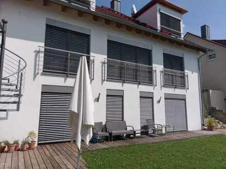 Offenes wohnen in großzügiger 3 Zi-ETW mit Gartenanteil, Südlage am Hang