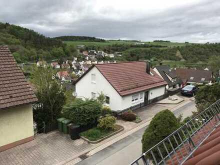 Erstbezug nach Sanierung: ansprechende 3-Zimmer-Dachgeschosswohnung mit Einbauküche in Mönsheim
