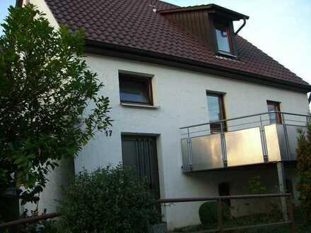 *Haus in ruhiger zentraler Lage in Simmozheim mit Balkon+Garage*