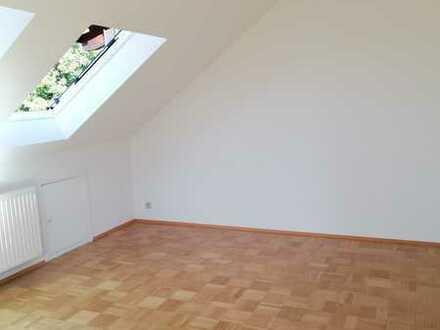 Schöne, helle drei Zimmer Wohnung in Reutlingen (Kreis), Reutlingen