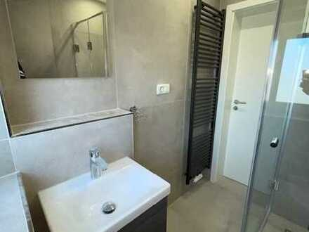 Wohnung im 2. OG nach Kernsanierung Erstbezug, mit neuer Einbauküche. 1 Zimmer, Küche, Bad