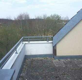 Helle 2,5 Zimmer Wohnung: Toller Blick ins Grüne und Dachterrasse!
