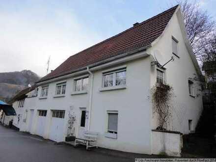 Provisionsfrei! Einfamilienhaus mit Garagen in Albstadt-Laufen!