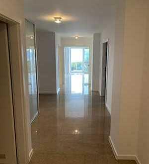 Sanierte 3,5-Zimmer-Wohnung mit Balkon und Einbauküche in Leonberg