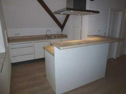 **Luxuriöse 3,5-Zimmer-Maisonette-Wohnung mit Sauna & Stellplatz**