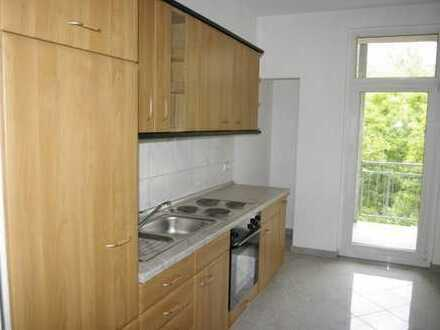 Sehr schöne 3 Zimmer-Wohnung im 2.OG mit Laminat, Balkon & EBK in ruhiger Seitenstraße
