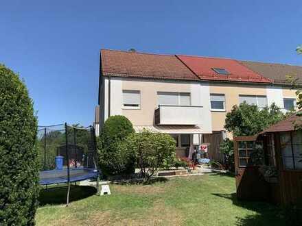 Freies, renoviertes Reiheneckhaus mit Garage im bevorzugten Stadtteil Eibach