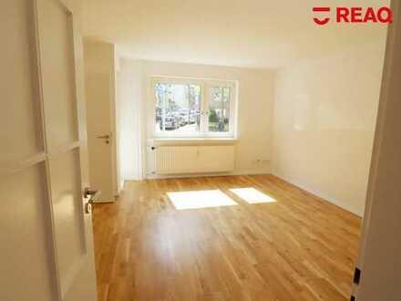 Erstbezug nach Kernsanierung: schöne 3-Zimmer-Wohnung mit Loggia, geschlossener Küche und Wannenbad!
