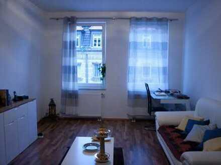 Wunderschön möblierte Wohnung im schönen Altbau in mitten von Gostenhof - 3 OG
