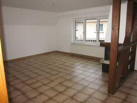**großzügige 5-Zimmer-Maisonette-Wohnung mit offenem Kamin in zentraler Lage in Kämpfelbach**