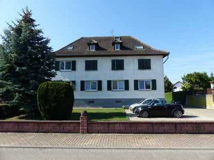 Vermietete 3-Zi.-Wohnung im Erdgeschoss mit Balkon, Garage, Stellplatz, Schopf und Gartenanteil