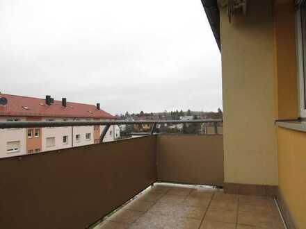Modernisierte Wohnung mit drei Zimmern sowie Balkon und EBK in Gochsheim