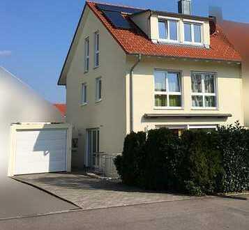 Traumhaus für Familie: Schöne DHH mit sechs Zimmern in Herrenberg (Kreis Böblingen)