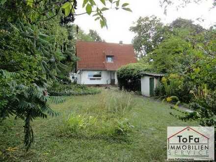 ToFa: freistehendes, STARK sanierungsbedürftiges EFH mit Carport+Garten UND RHEINBLICK !!!